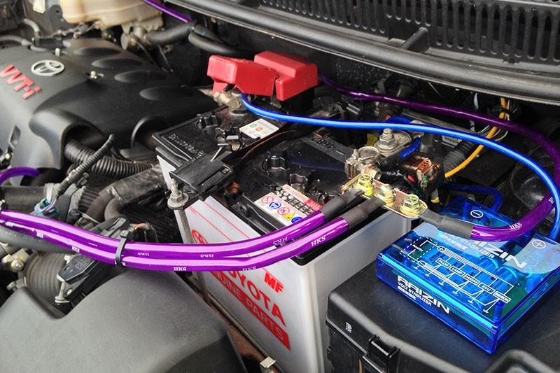Высоковольтные провода автомобиля