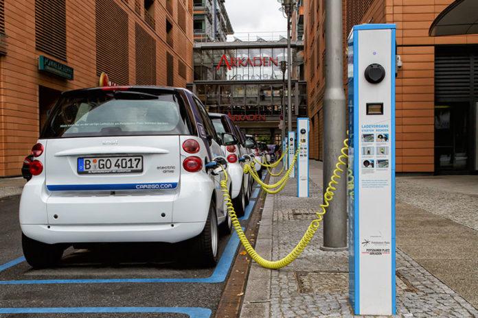 Стандарты зарядки электромобилей