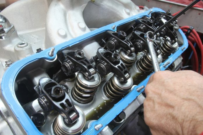 Причина появления стука в двигателе